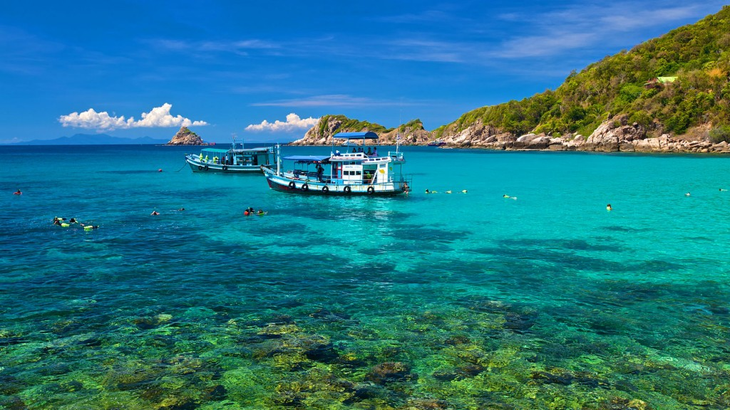 Koh Tao snorkelling trip with big boat