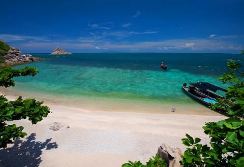 หาดทรายแดง ชายหาดของเกาะเต่า