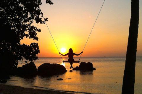 พระอาทิตย์ตกที่หาดทรายนวล เกาะเต่า