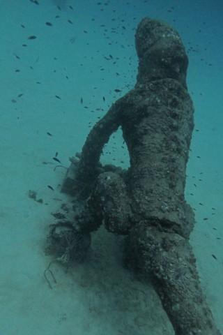 จุดดำน้ำบัวยันซี่เวิลด์ (Buoyancy World) เกาะเต่า