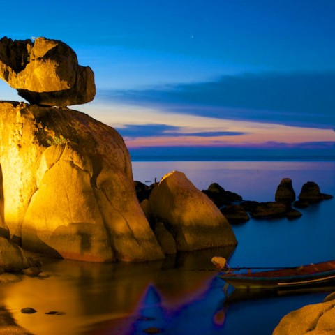 Rock formation in Mae Haad Bay, Koh Tao