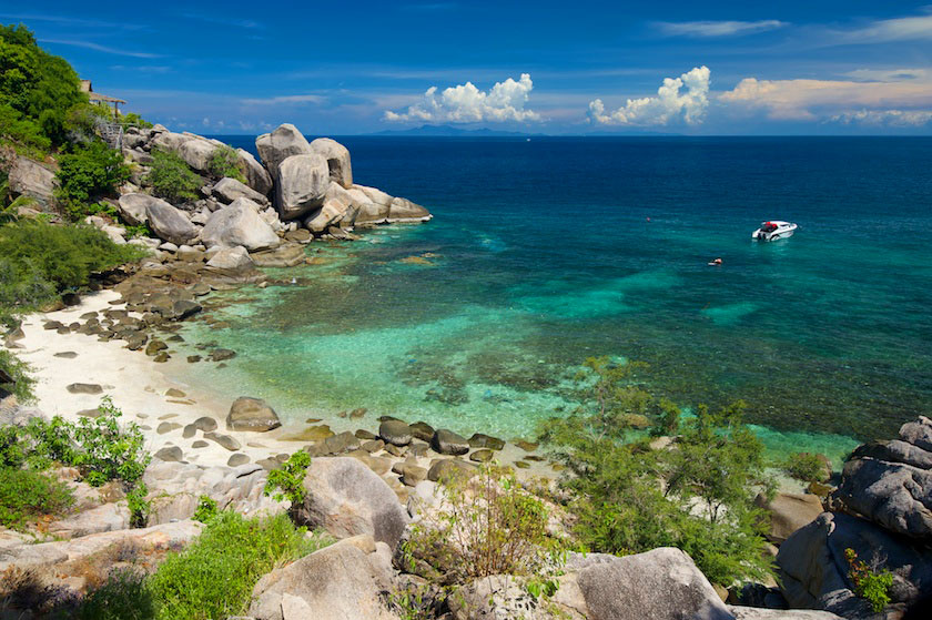 Beach at the south side of Laem Thian, Koh Tao
