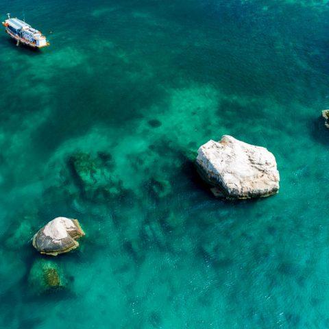 Three Rocks divesite at Jansom Bay, Koh Tao