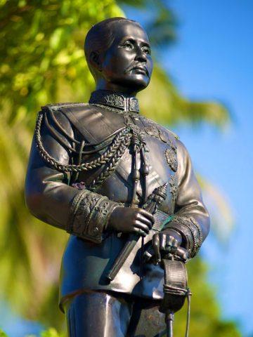 อนุสาวรีย์พระบาทสมเด็จพระจุลจอมเกล้าเจ้าอยู่หัว รัชกาลที่ 5 หาดทรายรี เกาะเต่า