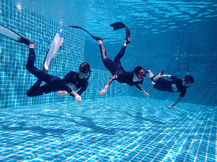 การเรียนฟรีไดฟ์ในสระว่ายน้ำเกาะเต่า