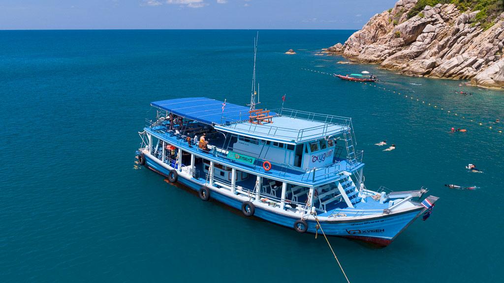 ดำน้ำตื้นที่เกาะเต่ากับเรือรอบเกาะลำใหญ่
