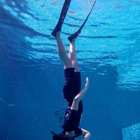 เรียนฟรีไดฟ์ที่เกาะเต่า ฝึกในสระว่ายน้ำ